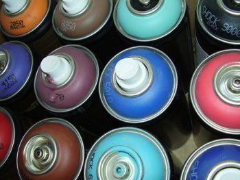 Måla om loppisfynden med sprayfärg